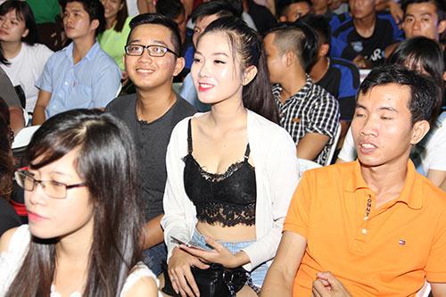 """Tú Linh, fan nữ xinh """"đốt nóng"""" không khí cổ vũ Euro - 12"""