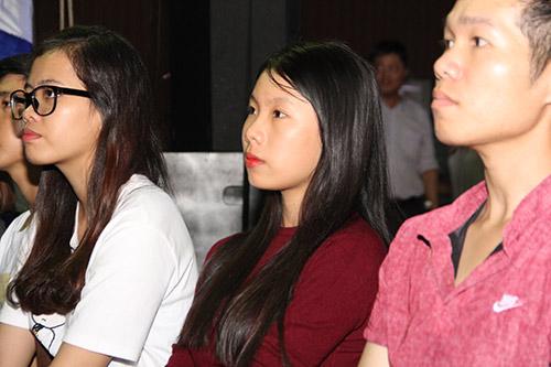 """Tú Linh, fan nữ xinh """"đốt nóng"""" không khí cổ vũ Euro - 13"""