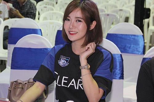 """Tú Linh, fan nữ xinh """"đốt nóng"""" không khí cổ vũ Euro - 4"""