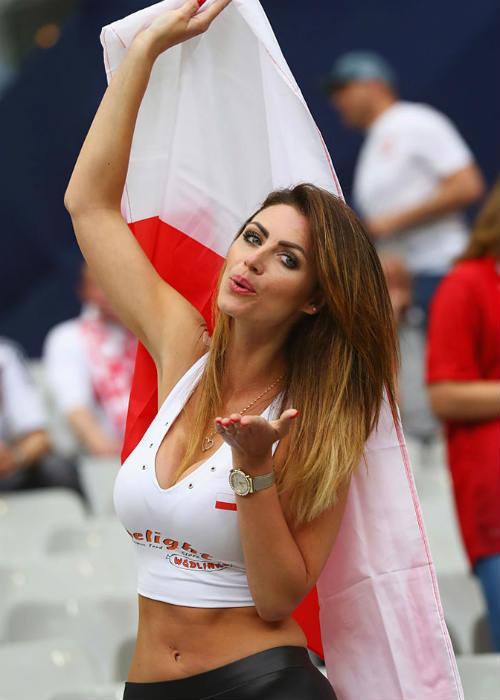 Euro: Mê mẩn với vẻ ngọt ngào  của nữ CĐV Ba Lan - 3