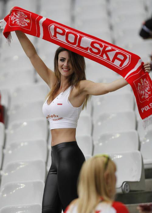 Euro: Mê mẩn với vẻ ngọt ngào  của nữ CĐV Ba Lan - 1