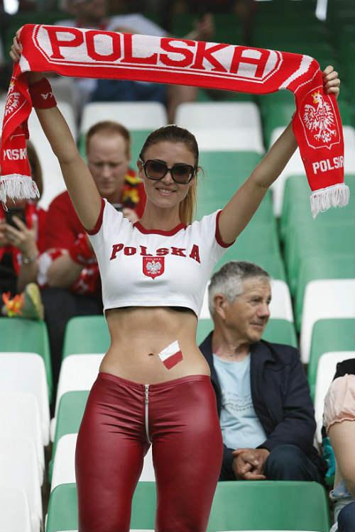 Euro: Mê mẩn với vẻ ngọt ngào  của nữ CĐV Ba Lan - 12