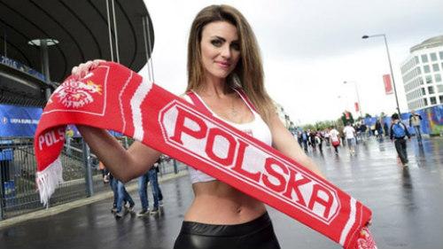 Euro: Mê mẩn với vẻ ngọt ngào  của nữ CĐV Ba Lan - 5