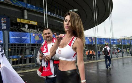 Euro: Mê mẩn với vẻ ngọt ngào  của nữ CĐV Ba Lan - 6