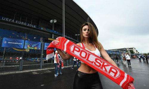 Euro: Mê mẩn với vẻ ngọt ngào  của nữ CĐV Ba Lan - 4