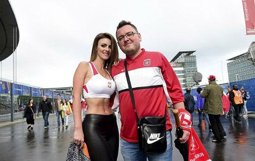 Euro: Mê mẩn với vẻ ngọt ngào  của nữ CĐV Ba Lan - 8