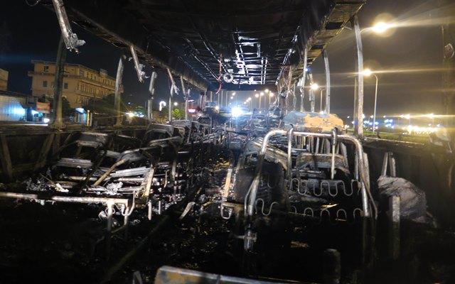 Xe khách 45 chỗ bất ngờ bốc cháy dữ dội trên quốc lộ - 2