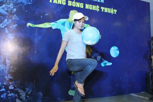 """Tú Linh, fan nữ xinh """"đốt nóng"""" không khí cổ vũ Euro - 2"""