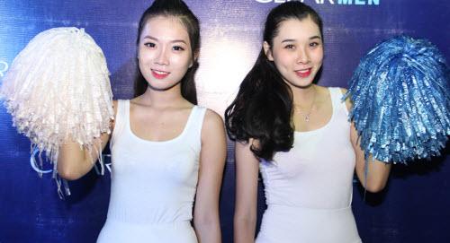 """Tú Linh, fan nữ xinh """"đốt nóng"""" không khí cổ vũ Euro - 6"""