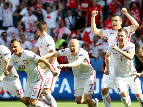 "Ảnh đẹp Euro 25/6: Ronaldo ""hẹn hò"" Lewandowski - 4"