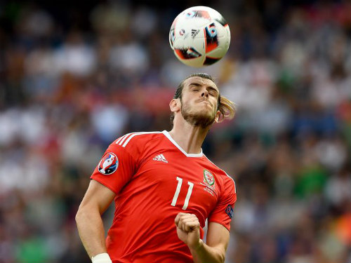 "Ảnh đẹp Euro 25/6: Ronaldo ""hẹn hò"" Lewandowski - 9"