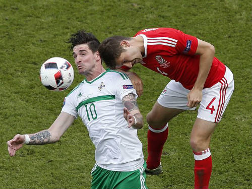 "Ảnh đẹp Euro 25/6: Ronaldo ""hẹn hò"" Lewandowski - 8"