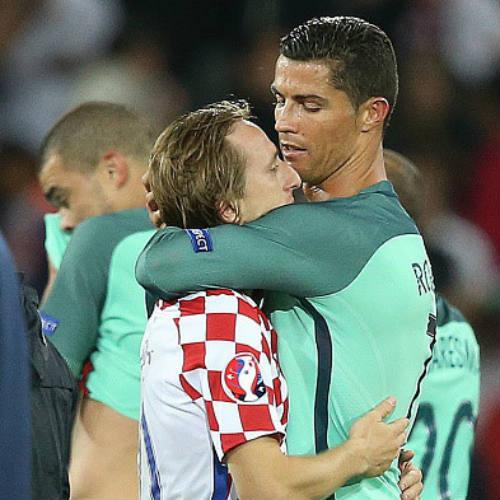 "Ảnh đẹp Euro 25/6: Ronaldo ""hẹn hò"" Lewandowski - 15"