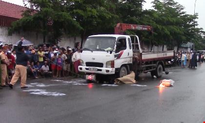 TP.HCM: Hai cô gái chết thảm dưới bánh xe tải - 1