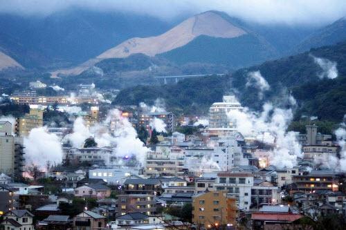 """Khám phá thành phố toàn """"địa ngục"""" nước nóng ở Nhật - 1"""