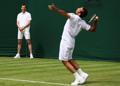Wimbledon 2016 - Thủ thành Petr Cech nhặt bóng cho Stepanek - 2