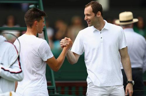 "Wimbledon: Petr Cech ""nhặt bóng"" cho Stepanek - 4"