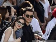 Thời trang - Huỳnh Hiểu Minh và Angela Baby tình tứ ở show Givenchy