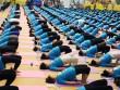 Hàng trăm người đồng diễn yoga tại Hà Nội