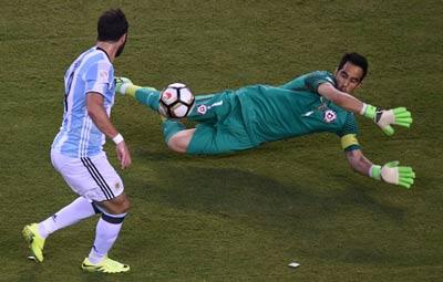 Chi tiết Argentina - Chile: Messi trượt 11m (CK Copa America) - 3