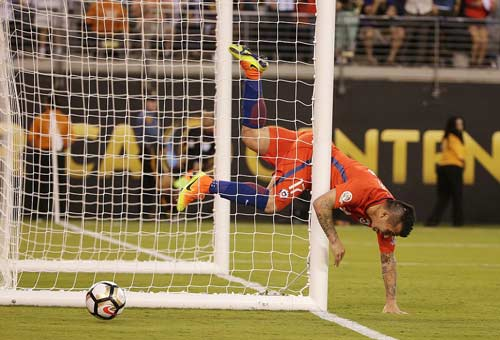 Góc ảnh: Nước mắt của Messi ngày Chile đăng quang - 3