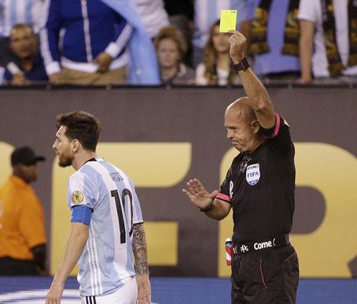 Góc ảnh: Nước mắt của Messi ngày Chile đăng quang - 6