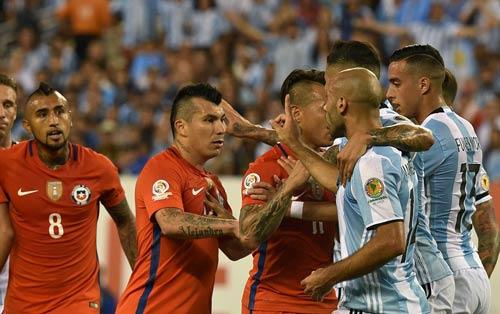 Góc ảnh: Nước mắt của Messi ngày Chile đăng quang - 8
