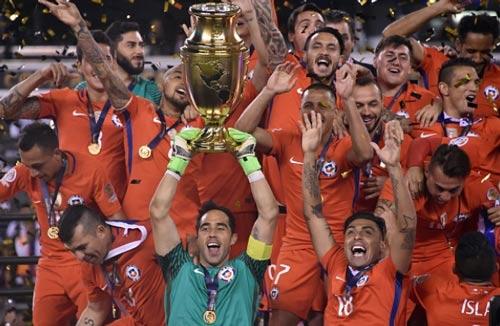Góc ảnh: Nước mắt của Messi ngày Chile đăng quang - 15