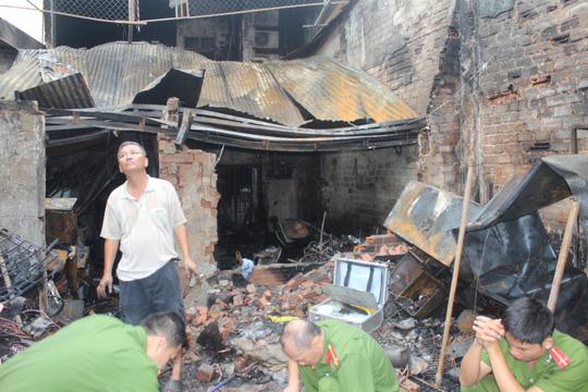 Cháy nhà 4 người chết ở Đồng Nai - Bế con nhỏ lao qua đám lửa - 2