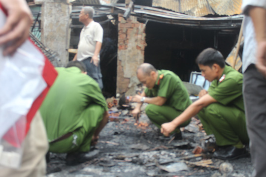 Vụ 4 người chết cháy: Bế con nhỏ lao qua đám lửa - 3
