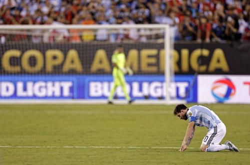 """""""Chiếc áo giáp"""" Argentina và ngày Messi gục ngã - 1"""