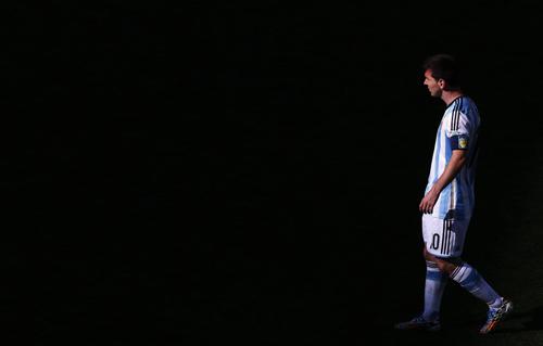 """""""Chiếc áo giáp"""" Argentina và ngày Messi gục ngã - 3"""