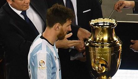 Messi - Số 1 thế giới và kẻ 'ám quẻ' Argentina - 1