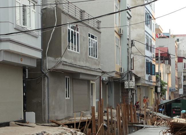 Dãy phố nhà siêu mỏng mọc lên dọc bờ mương ở Hà Nội - 2