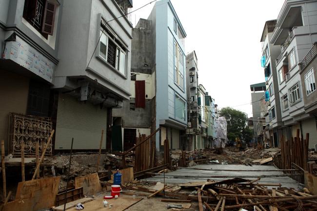 Dãy phố nhà siêu mỏng mọc lên dọc bờ mương ở Hà Nội - 1