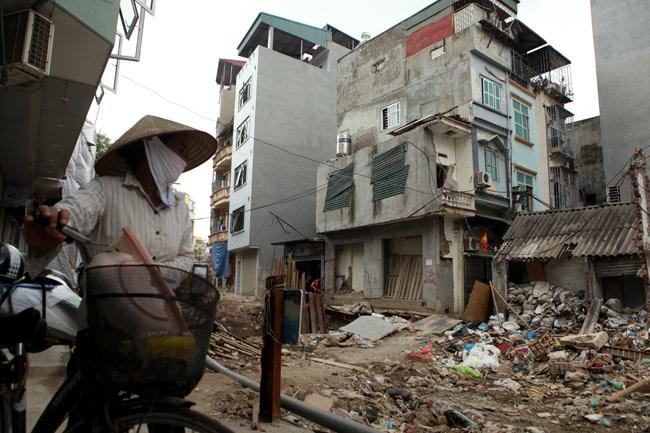 Dãy phố nhà siêu mỏng mọc lên dọc bờ mương ở Hà Nội - 3
