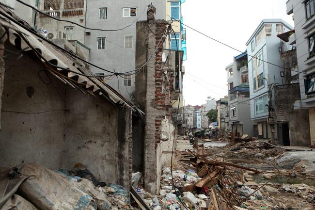 Dãy phố nhà siêu mỏng mọc lên dọc bờ mương ở Hà Nội - 9
