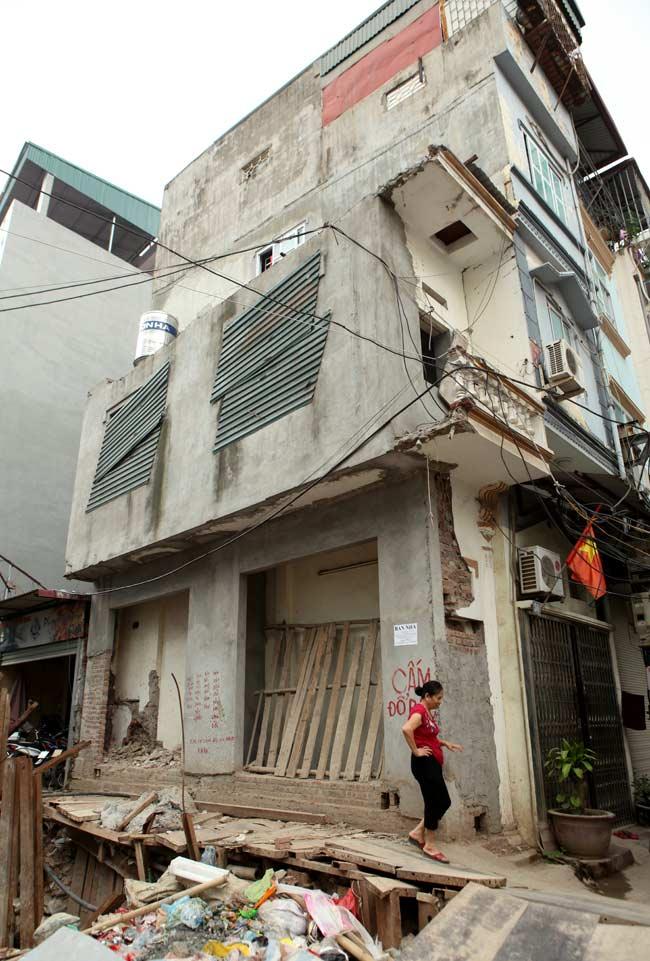 Dãy phố nhà siêu mỏng mọc lên dọc bờ mương ở Hà Nội - 4