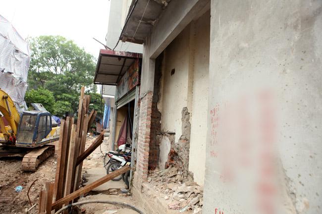 Dãy phố nhà siêu mỏng mọc lên dọc bờ mương ở Hà Nội - 5