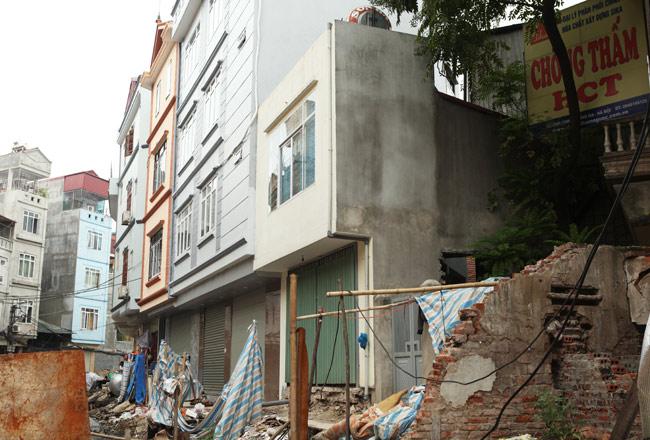 Dãy phố nhà siêu mỏng mọc lên dọc bờ mương ở Hà Nội - 11