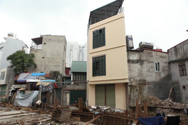 Dãy phố nhà siêu mỏng mọc lên dọc bờ mương ở Hà Nội - 13