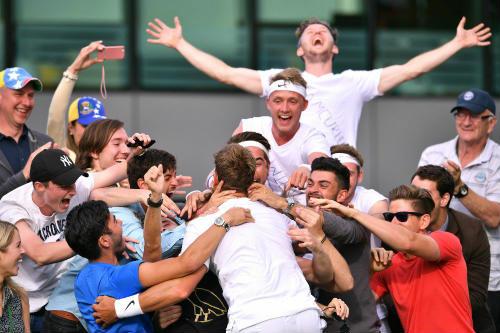 """Wimbledon ngày 1: Hoa khôi Ivanovic """"ngã ngựa"""" - 3"""