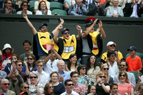 """Wimbledon ngày 1: Hoa khôi Ivanovic """"ngã ngựa"""" - 4"""