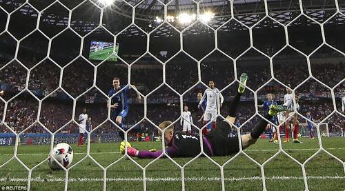 Brexit ở EURO: Cầu thủ Anh đổ gục, fan chết lặng - 4