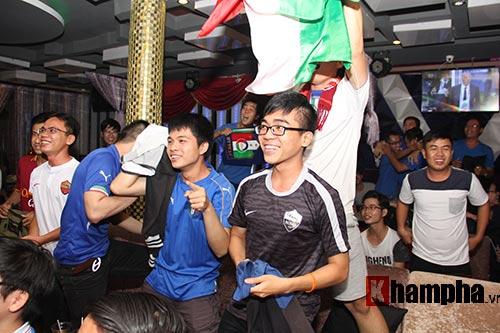 Fan Việt yêu ĐT Ý hét khản giọng, bật khóc vì thắng TBN - 9