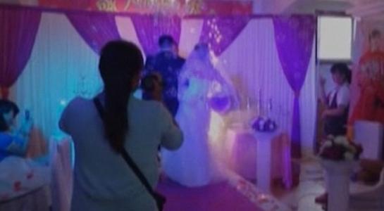 Cô dâu nhập viện trong ngày cưới vì sự cố pháo hoa - 1