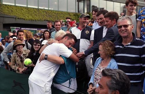 """Wimbledon: Tay vợt vô danh """"đổi đời"""" nhờ người yêu - 6"""