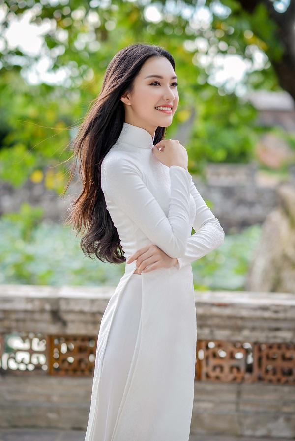 """""""Nàng thơ xứ Huế"""" lại gây sốt khi diện áo dài trắng - 3"""