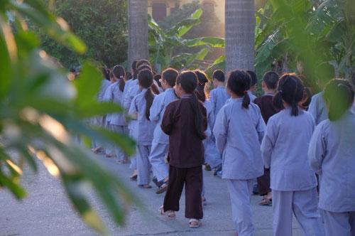 Theo chân trẻ Hà thành lên chùa tham dự khóa tu mùa hè - 4