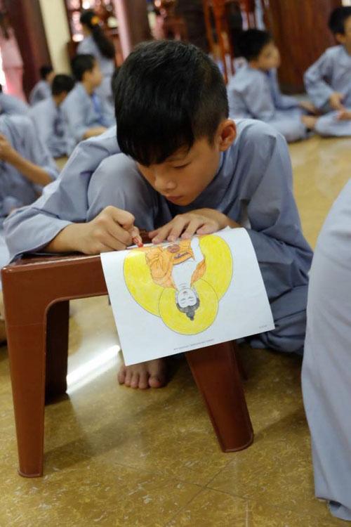 Theo chân trẻ Hà thành lên chùa tham dự khóa tu mùa hè - 9